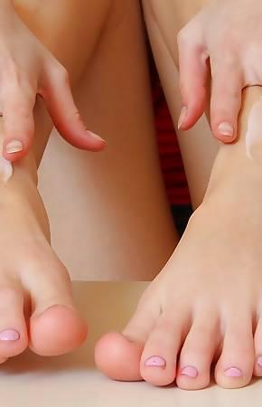 bare feet pics